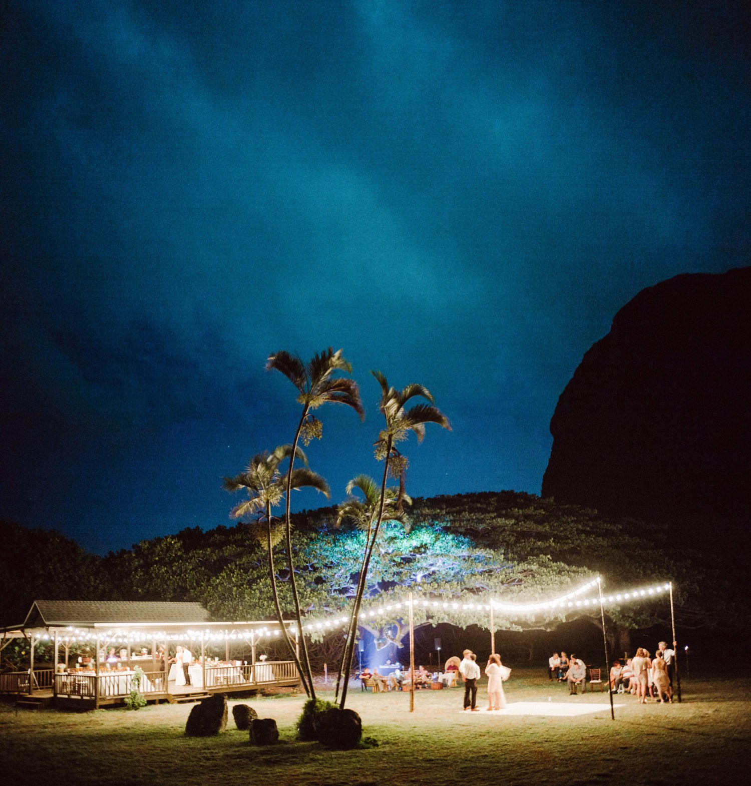 7c4c0a17-c35b-4484-b83e-f0756a994883-featured KUALOA RANCH WEDDING