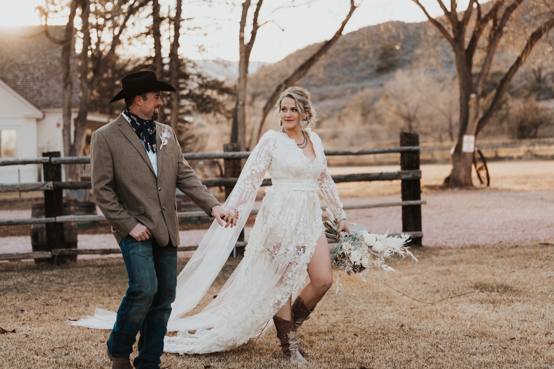 a8dc51b8ef3 Boho Styled Western Wedding by Buckskin Bride — Buckskin Bride