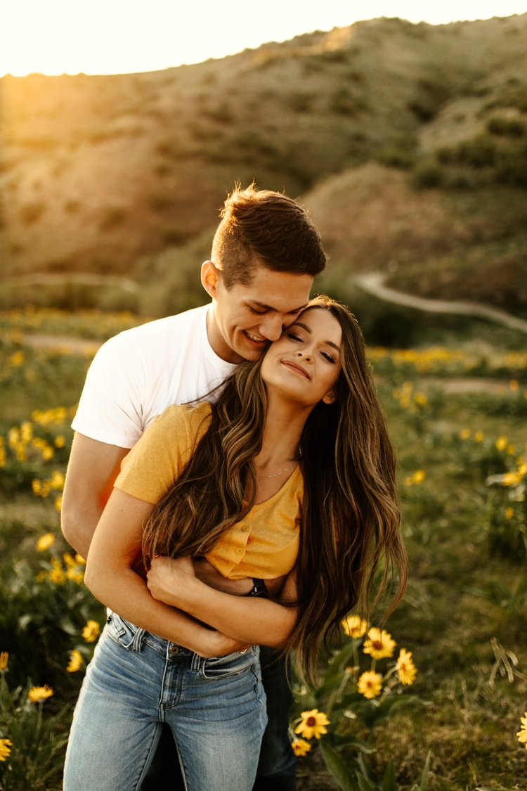 Playful Lovers in the Wildflower Hills of Boise, Idaho || Alexa + Riley –  Dear Kodak Photography