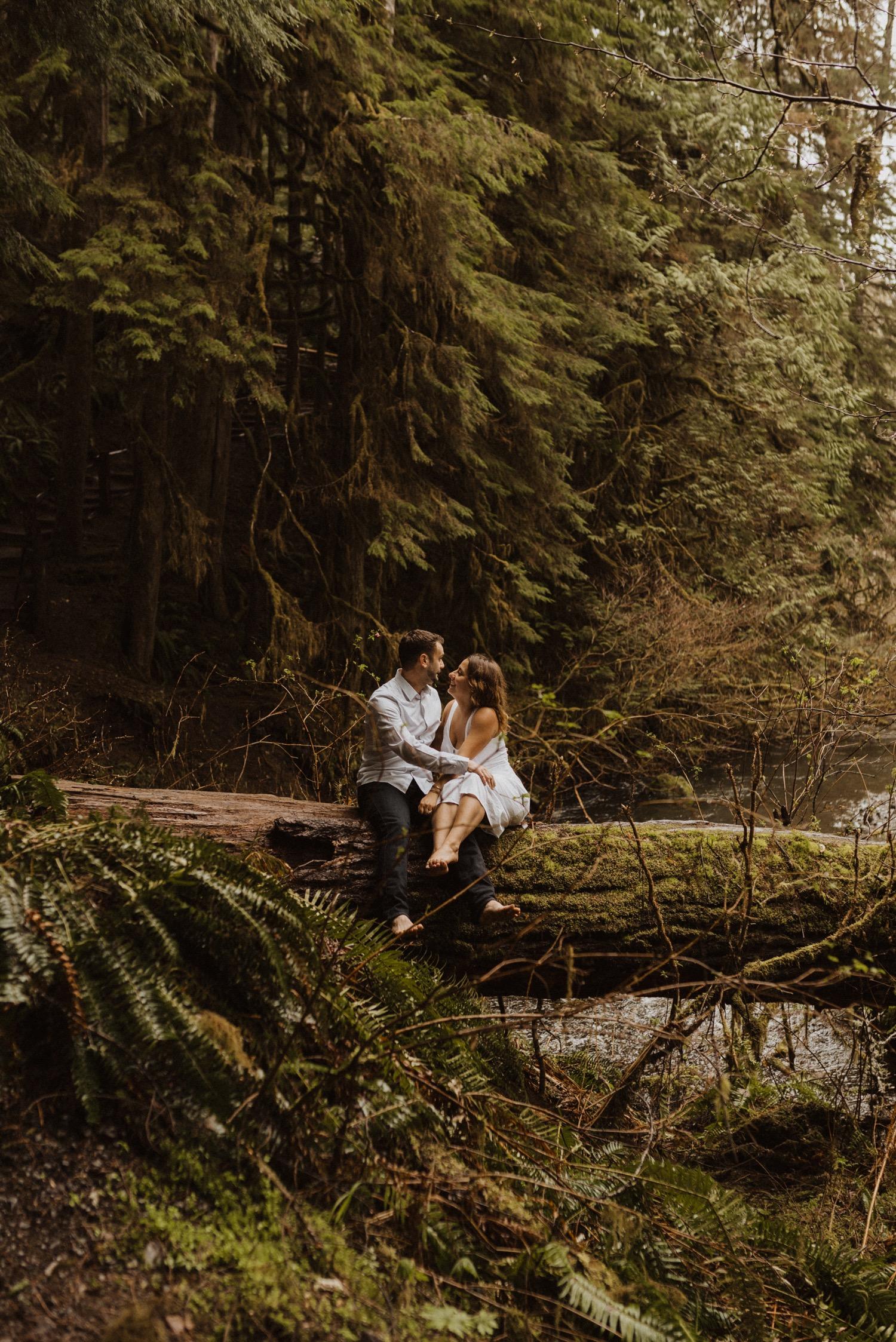 https://content1.getnarrativeapp.com/static/7e610c77-d4b7-42fe-9517-031096f31132/olympic-National-park-la-push-engagement-photos-lake-Crescent-Washington-photographer.?w=1500