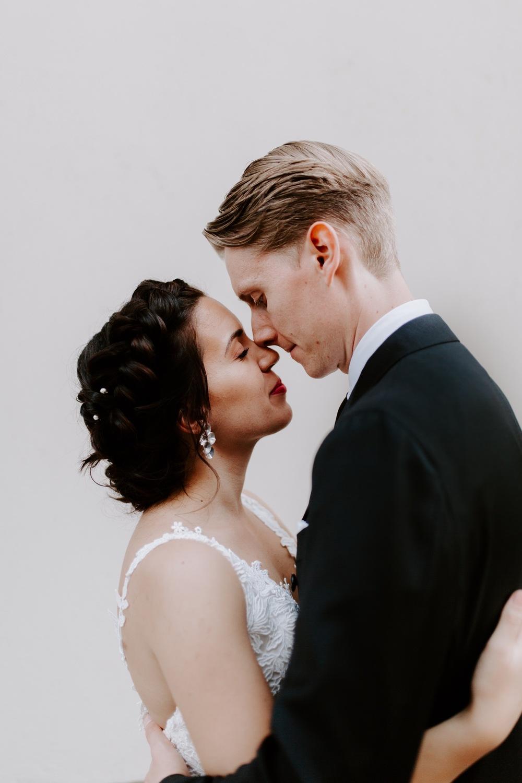 Minimal bridal portrait. White background bride and groom embracing. Helsinki hääkuvaaja.