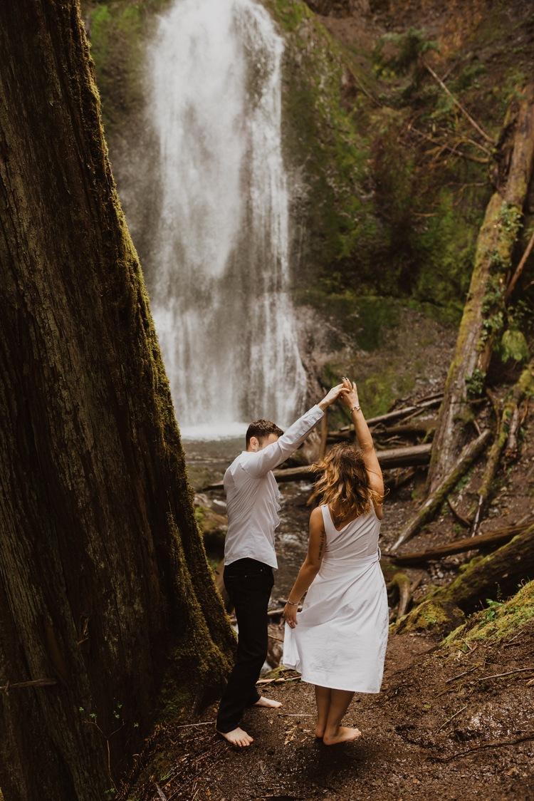 https://content1.getnarrativeapp.com/static/b764e9de-ddb1-4e63-bc30-cfc082a71b32/olympic-National-park-la-push-engagement-photos-lake-Crescent-Washington-photographer.?w=750