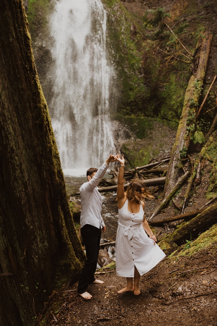 https://content1.getnarrativeapp.com/static/f7812919-2ef1-4d28-b6ef-566af6cbf846/olympic-National-park-la-push-engagement-photos-lake-Crescent-Washington-photographer.?w=750